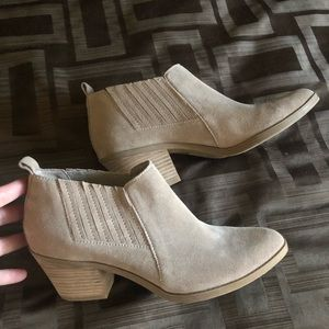 DOLCE VITA new tan booties